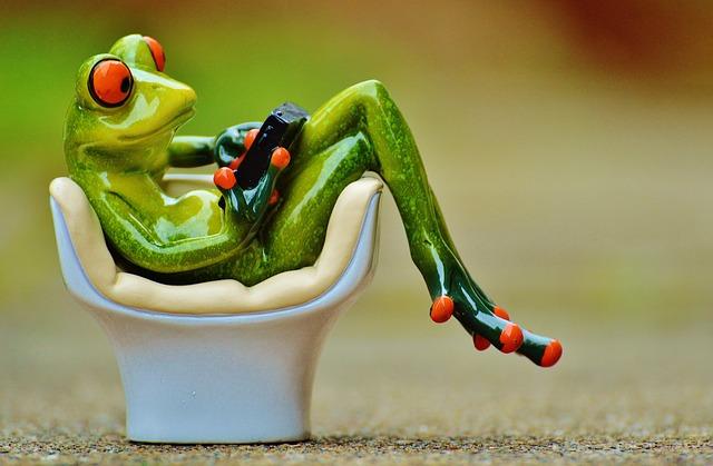 żaba z telefonem